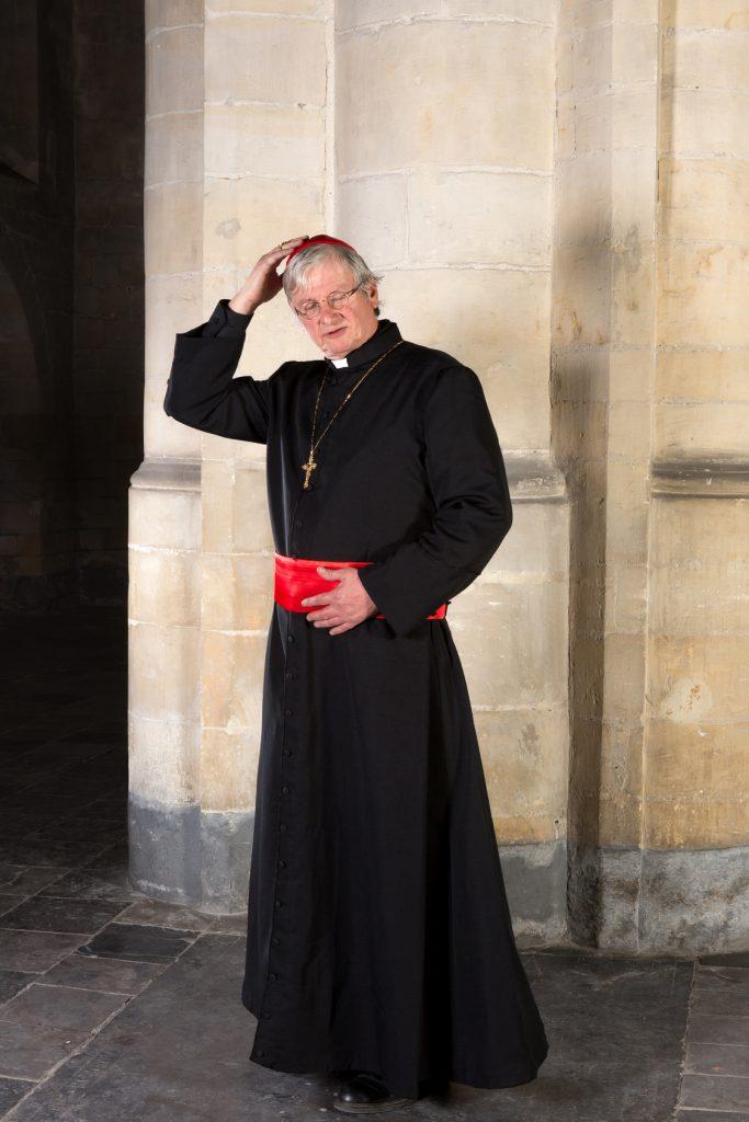 Kırmızılı züccetalı (takke) bir kardinal, Vatikan, Roma