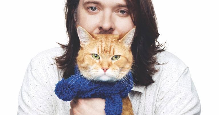 James Bowen ve Sokak Kedisi Bob Facebook Hesaplarından bir kare
