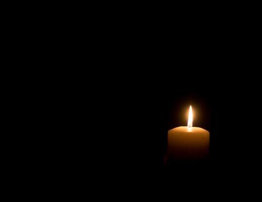 Kıskançlık - Matem - Karanlıkta tek bir mum