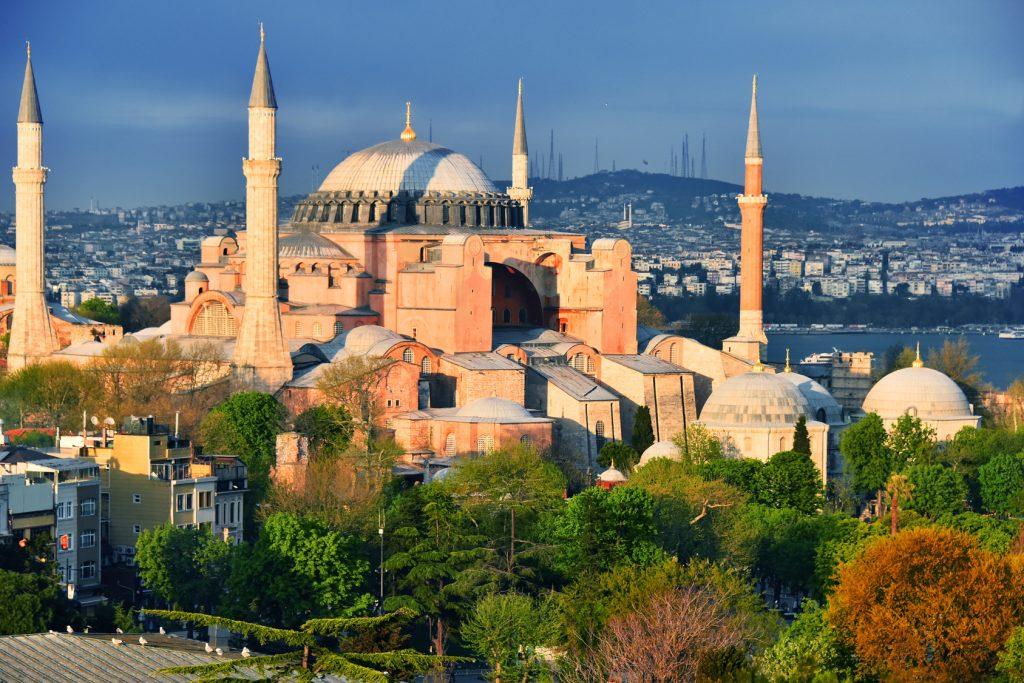 Ayasofya Müzesi, Sultanahmet Meydanı : Hagia Sophia museum (Ayasofya Muzesi) in Istanbul, Turkey
