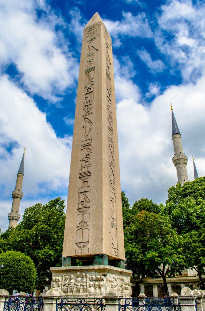 Dikilitaş, Sultanahmet Meydanı