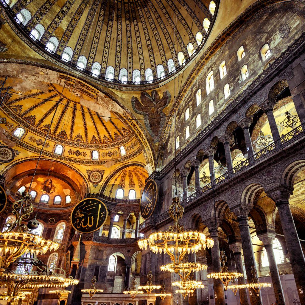 Ayasofya Müzesi, Sultan Ahmet Meydanı : Inside the Hagia Sophia. Church of Hagia Sophia is the greatest monument of Byzantine Culture. It was built in the 6th century.