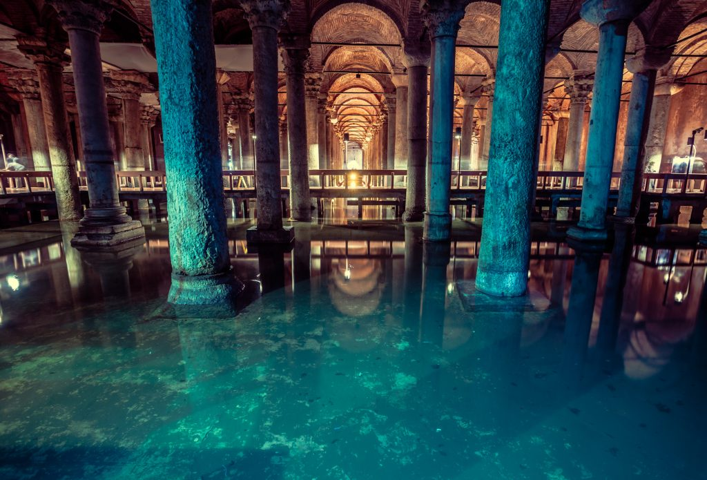 Yerebatan Sarnıcı, Sultanahmet : Basilica Cistern is the largest ancient underground cistern in Istanbul, which was used to store water in the past and is now a popular tourist attraction