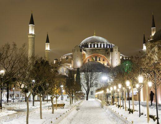 Karlı bir İstanbul Gecesinde Ayasofya, Sultanahmet Meydanı