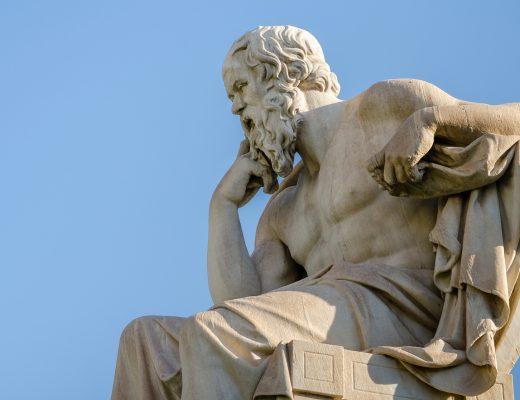 Atina Akademisindeki Sokrates Heykeli