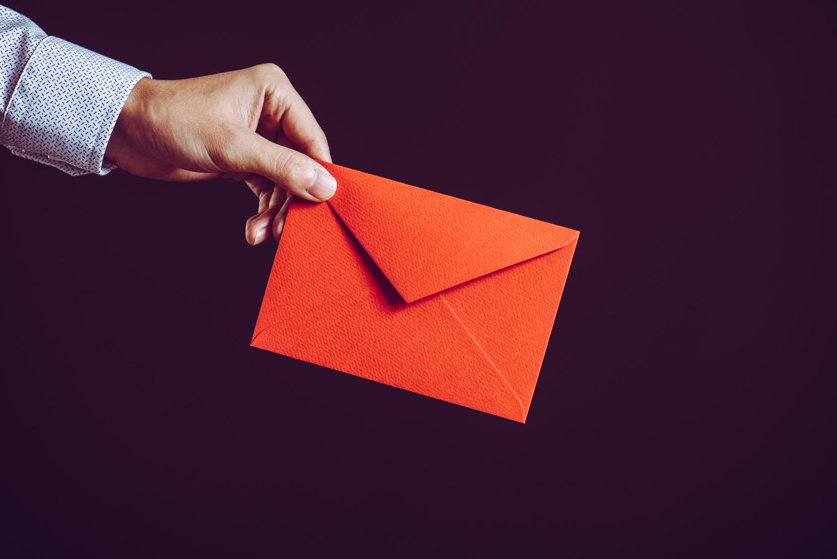 Siyah Şeritli Kırmızı Eldiven