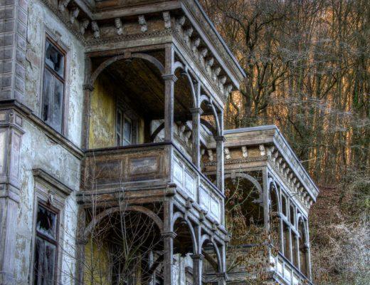 Balkon Cumba Köşk Harabe   Öykü: Cennet   Yazar: Zeynep Mete