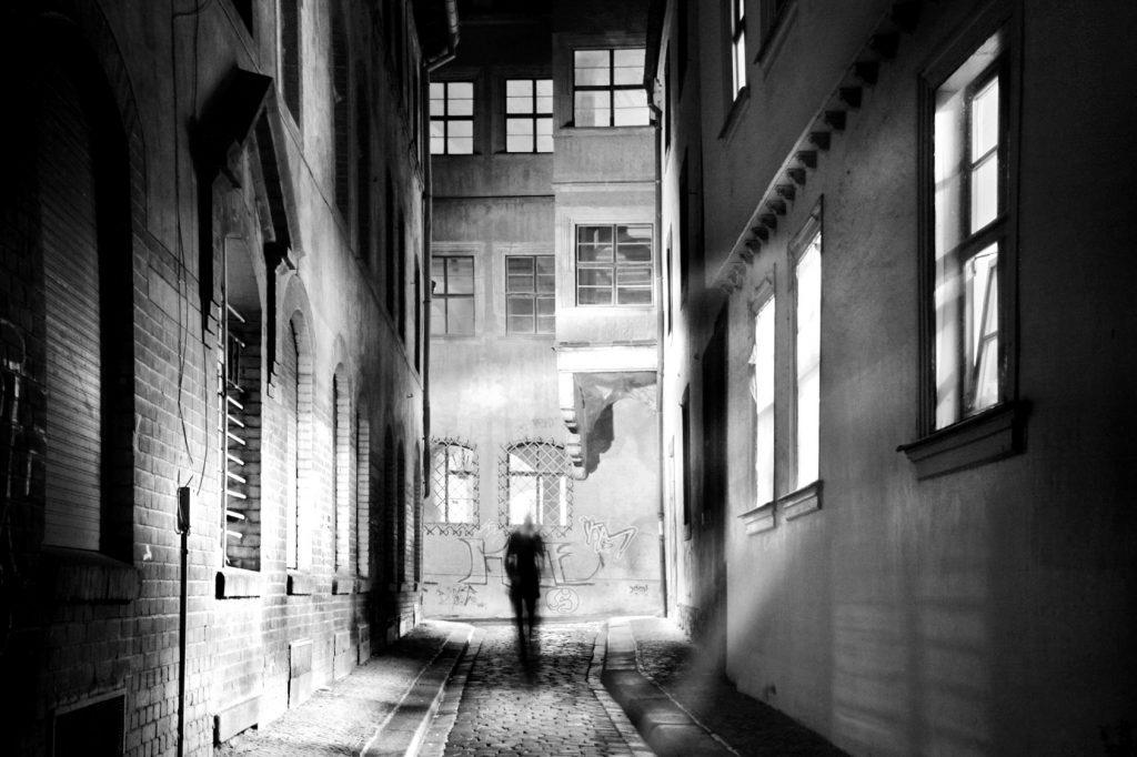 Öykü: Çıkmaz Sokak | Yazar: Ateş Karadeniz
