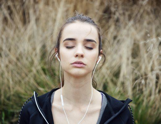 Yazı: Gözlerini Kapat, Şarkını Aç | Yazan: Pınar Sude Genç