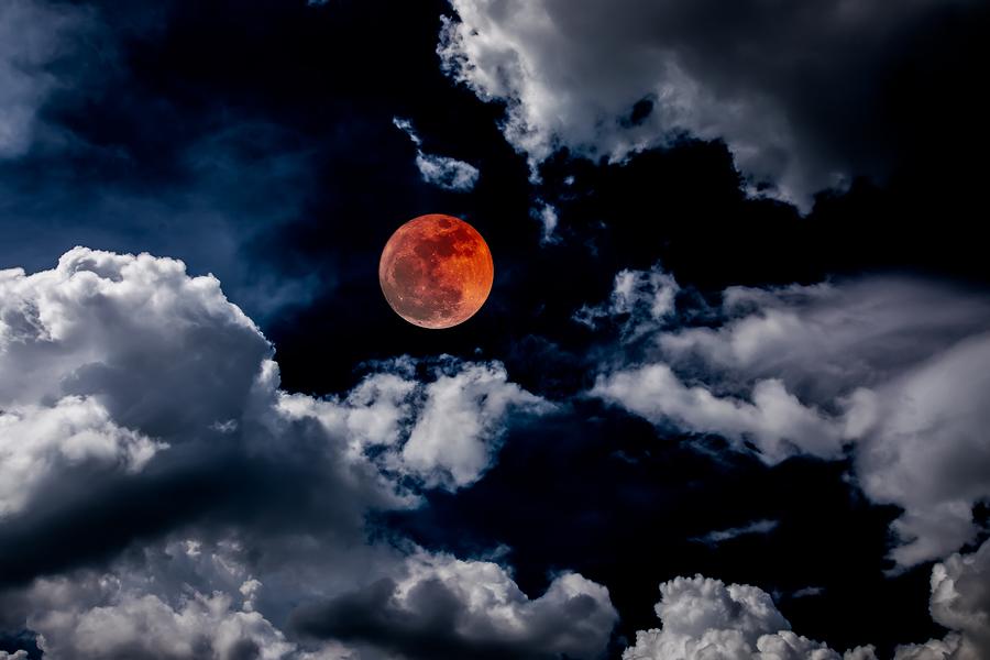 Yazı: 10 Ocak: Yengeç Burcunda Ay Tutulması  | Yazan: Hazal Özkan