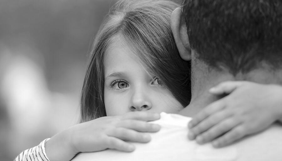 Şiir: Bir Küçük Kız   Yazan: Mehmet Gökcük