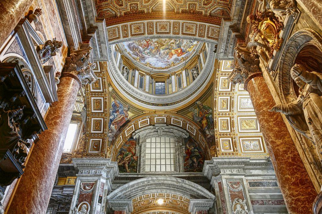 Aziz Peter Basilikası'nın içi, Vatikan, Roma