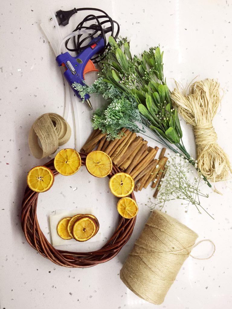 Kurutulmuş Meyve ve Baharatlı Kapı Çelengi - Malzemeler
