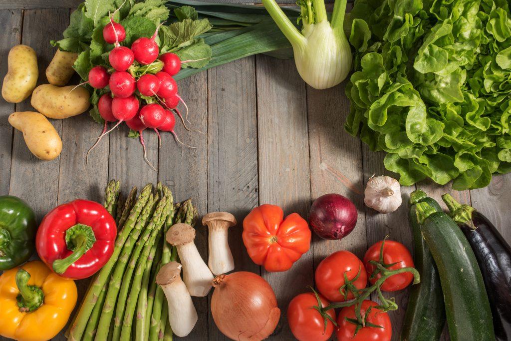 ilkbaharda beslenme önerileri için sağlıklı sebze ve meyve alternatifleri