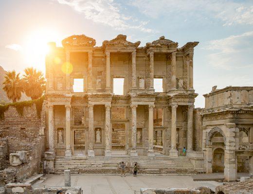 Yazı: Efes Antik Kenti   Yazan: Hande Sönmezerler Sinan