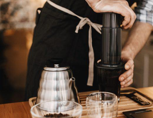 Yazı: 3. Nesil Kahve Demleme Yöntemleri: Chemex, Hario V60, Aeropress |Yazan: Pelin Erem