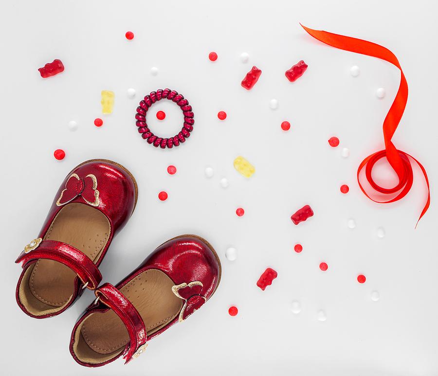 Öykü: Kırmızı Potinler | Yazan: Elif Bilici