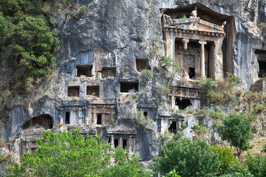 Likya Yolu üzerinde kaya mezarları