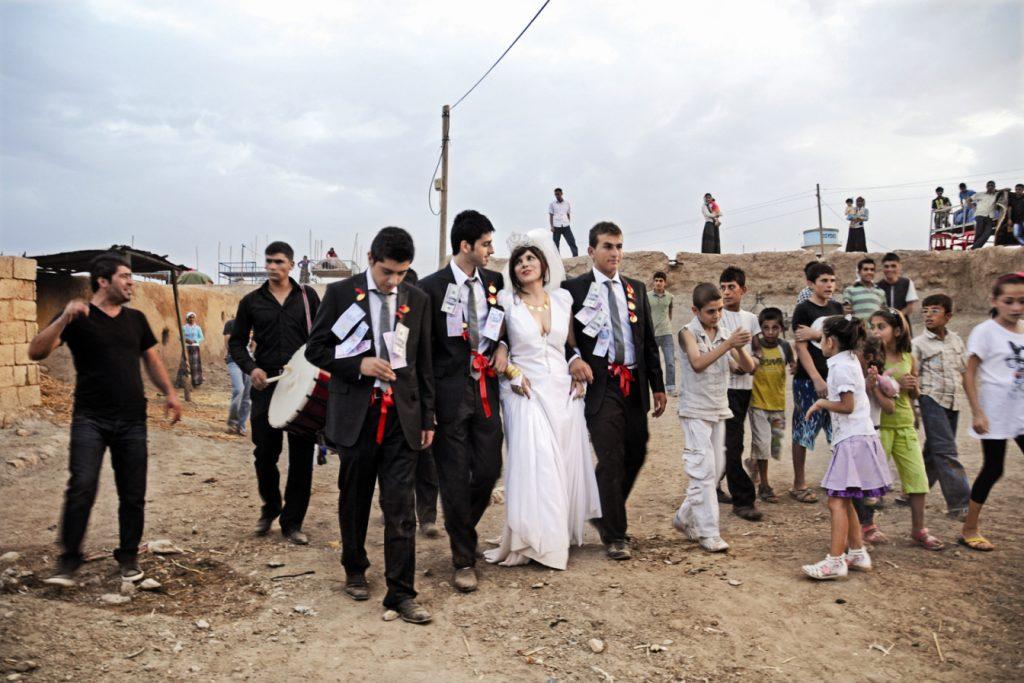 Şükran Moral'n Mardin'in Yukarı Aydınlı köyünde üç erkekle birden evlenmesi