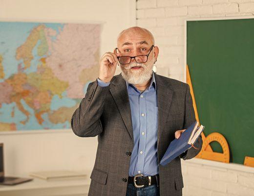 Yazı: Hangi Öğretmenleriniz Geldi Geçti? | Yazan: Demet Uncu